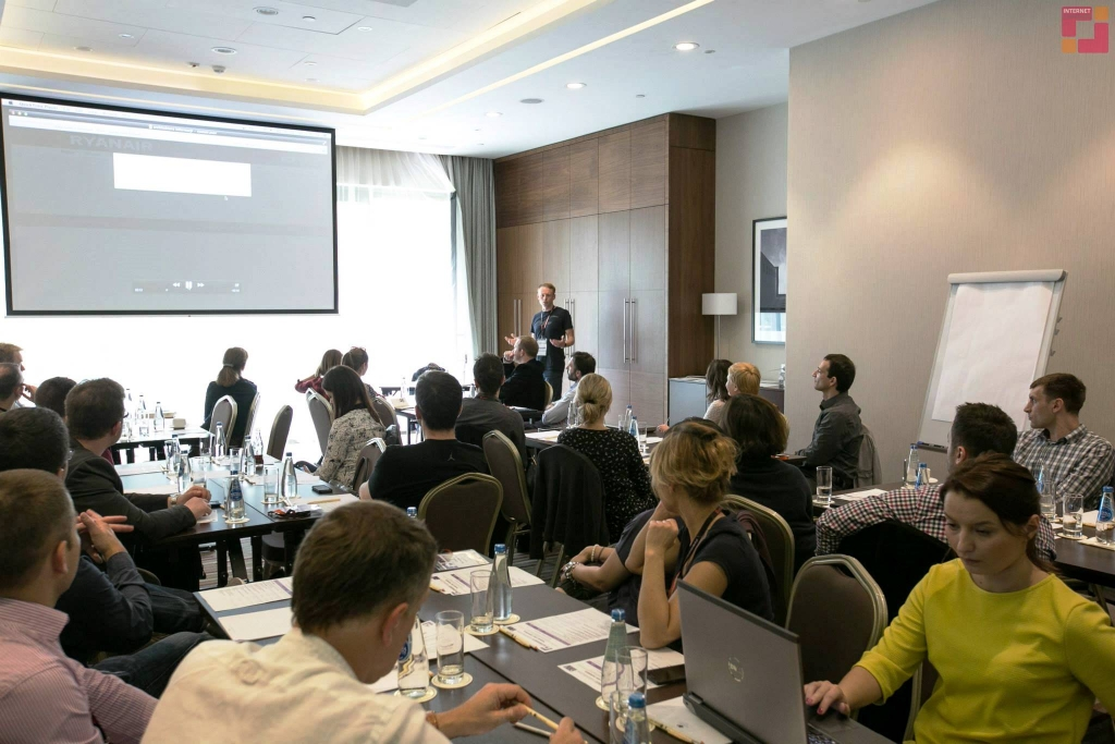 Jacek Popko z Usability LAB prowadzi warsztat o związkach usability z konwersją